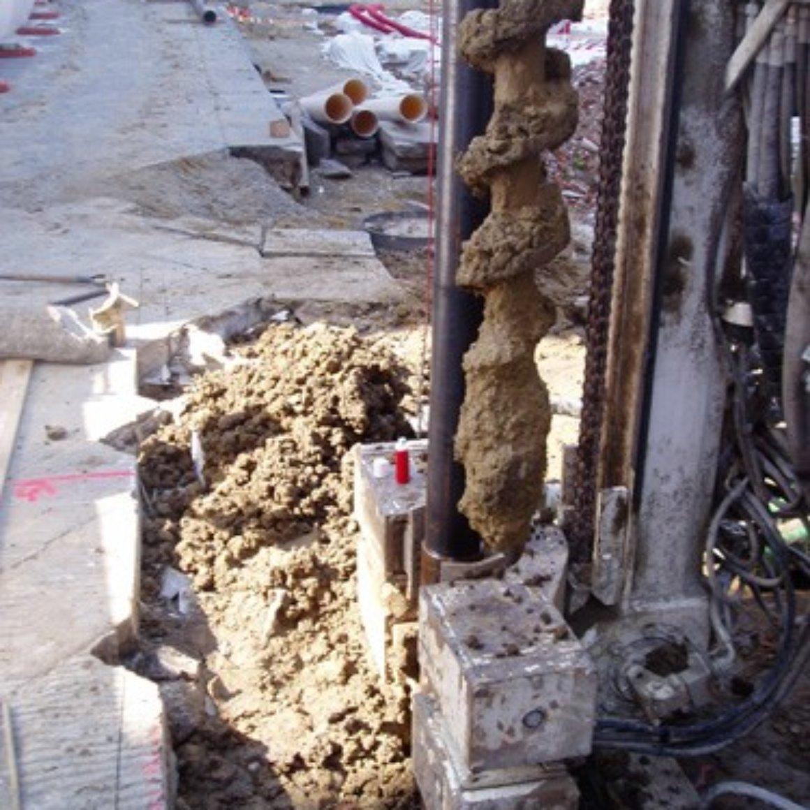 Posa in opera del tubo in acciaio Pali Trivellati Mingo Costruzioni Imola